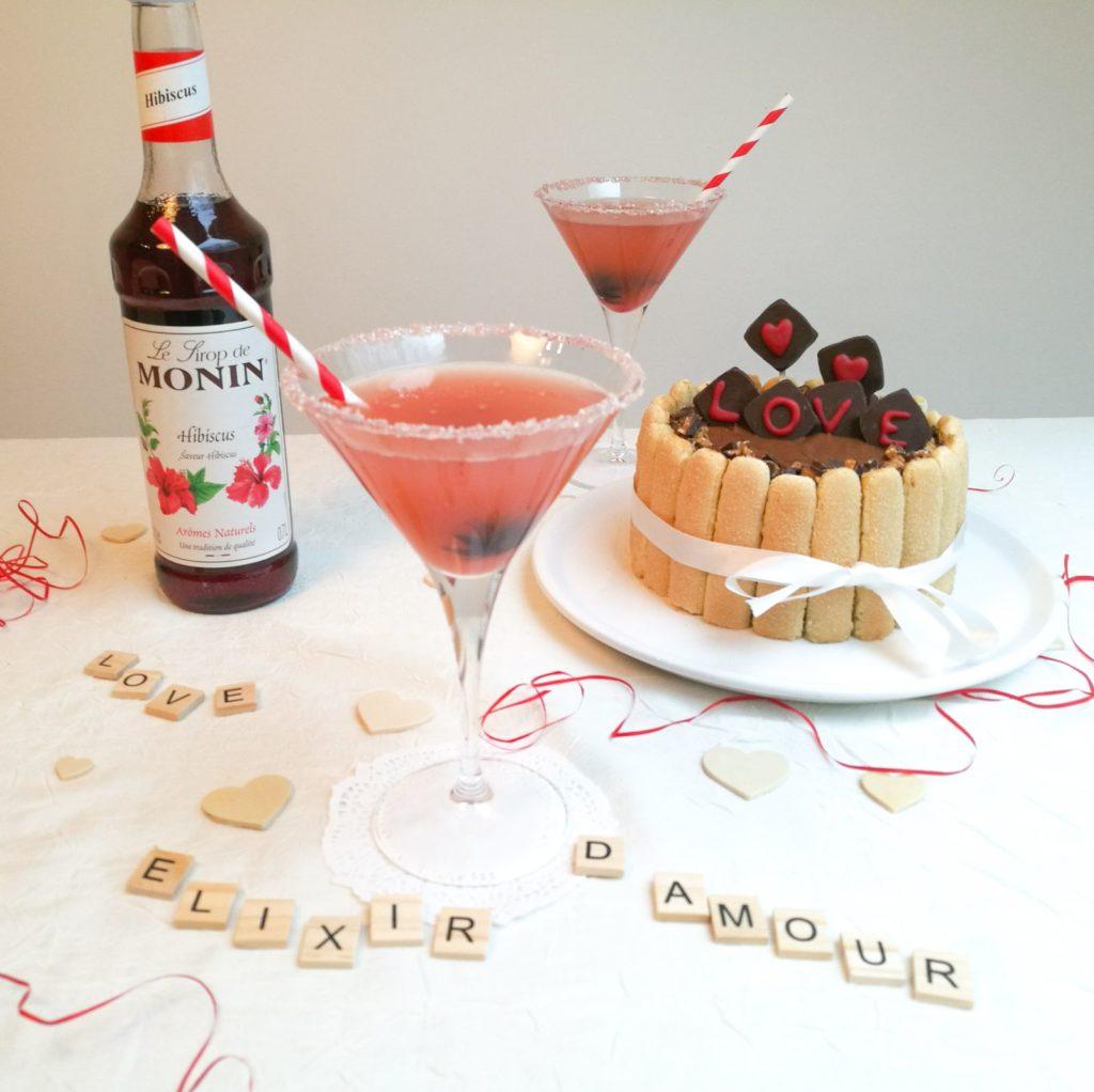 Cocktail sans alcool à la fleur d'hibiscus.