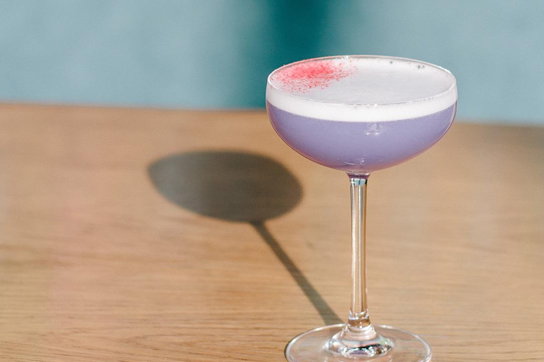 Recette soda maison à base de sirop Monin vanille et sirop de violette.