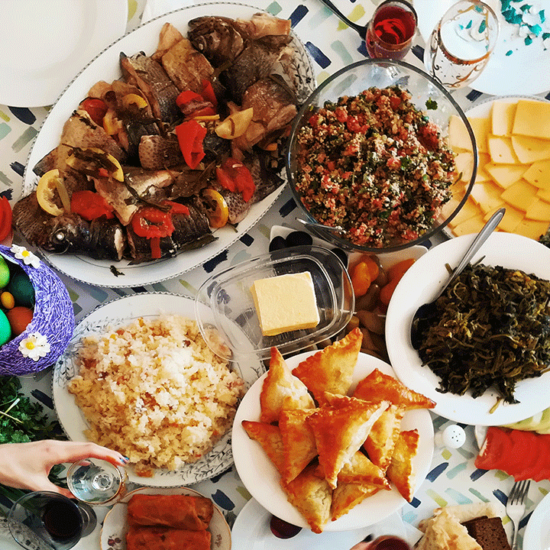 De l'agneau pascal au bouillon d'awara en passant par le kulich : chaque pays possède ses traditions culinaires pour Pâques !