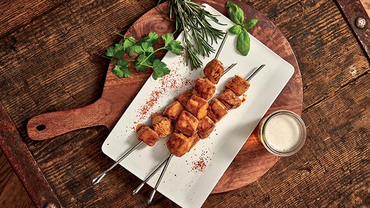 Suggestion de présentation Brochettes de poulet mariné