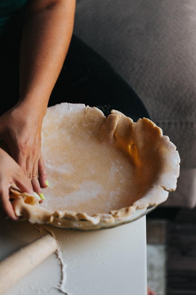 Foncer une pâte dans un moule